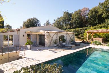 Superbe maison provençale moderne avec piscine