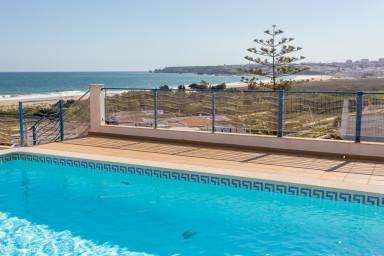 Meia Praia Family Holiday Home