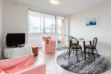 Classic 1BDR St Kilda Apartment with water views