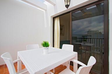 Cómodo apartamento con vista al mar en el centro de Playa Blanca - Sara N4