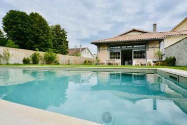 Superbe maison au calme avec Piscine à 10 minutes du centre de Bordeaux