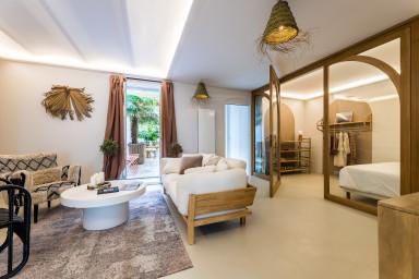 Joli Appartement Rénové avec Patio et Garage, Centre-ville de Biarritz