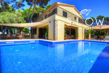 Villa Oblada with private pool and various terraces next to the beach
