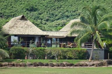 Blue Lagoon Moorea | 2 beds villa Beachfront with jacuzzi.