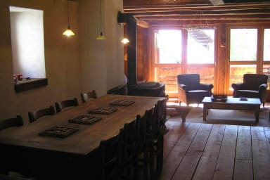 grande table, balcon, poele à bois