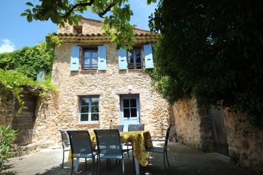 Lou Penequet, a charming Mas in Provence with shared  pool, countryside