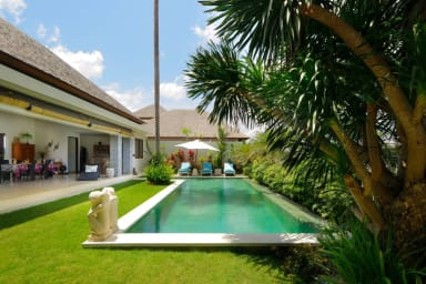 Luxury Private Villa, 4 BR, Canggu w/ staff