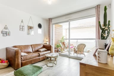Flat with terrace close to the beach - W450