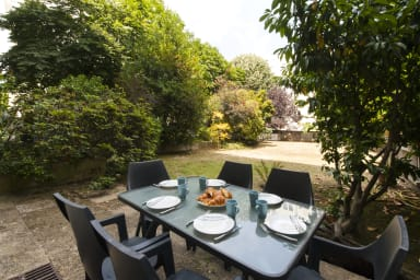 St Mandé: Very Pleasant Apartment with Garden, quiet and safe neighborhood
