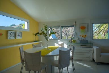 Bright breakfast living space