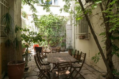 Secret Garden, 3BR, cozy and quiet by JJ Hospitality