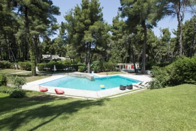 Villa Irini with garden and pool, by JJ Hospitality