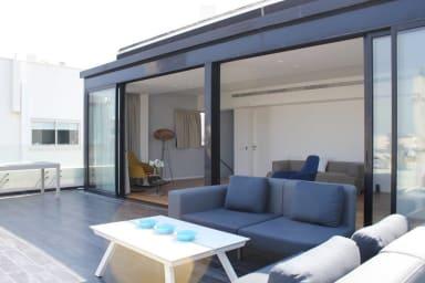 Amazing penthouse,Terrace,2bdms/2bath, Sunny&quiet