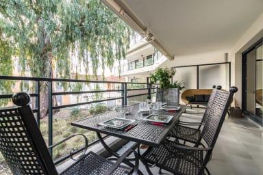 Appartement Geneva / Climatisé avec terrasse à 300m du Port