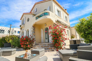 Charming villa with nice outdoor area& Jacuzzi at 200m from beaches of Juan