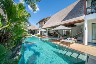 Contemporary Private Villa, 4 BR, Canggu w/staff
