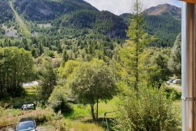 vue de la fenetre en été - Lac rouge - Ville basse - Névache