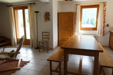 Séjour cuisine, location de vacances Les Joubarbes à Névache