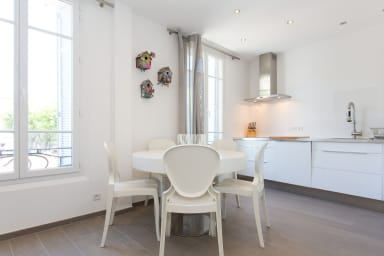 2BR Croisette 200 mt Design Renovated Cozy apartment. Ideal congresses