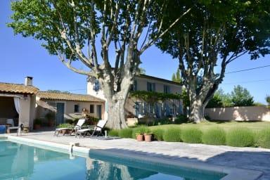 Authentique Mas Provençal en pleine nature à Lauris