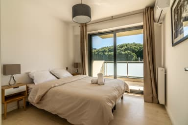 Great modern two bedroom next to beach in Cannes by easyBNB