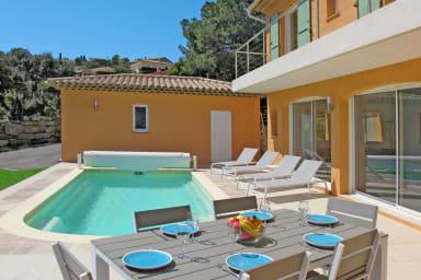 Superbe villa avec piscine et vue mer à Saint-Aygulf