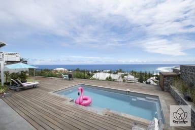 VILLA ANDROMEDE, Vue imprenable avec piscine, Montroquefeuil
