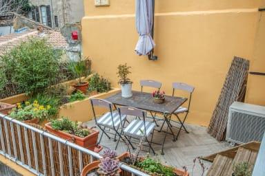 Maison typique avec terrasses et garage au coeur d'Avignon - Welkeys