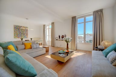 IMMOGROOM- Magnificent top of duplex villa- 180m² - A/C - PARKING/CONGRESS