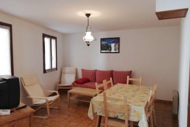 Appartement confortable en étage dans maison de village La Grave