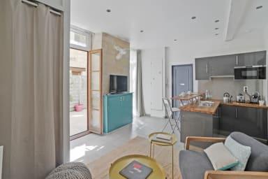 Grand studio calme et design avec garage au coeur de Bordeaux - Welkeys