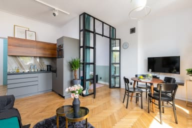 Open space: kitchen, dining room and living room at your disposal.