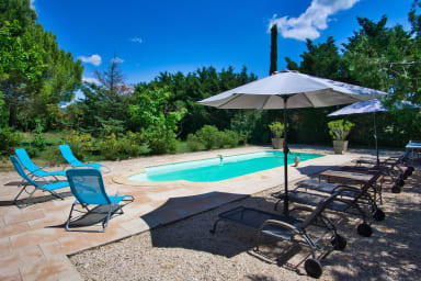 Grand Mas provencal piscine et jardin