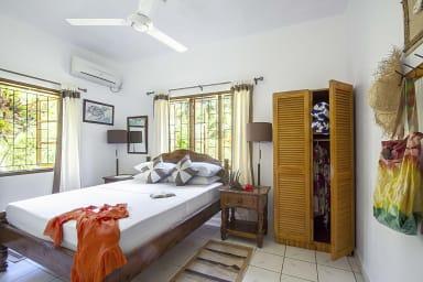 Schlafzimmer 1: Helles und luftiges Schlafzimmer, Bad, AC, Erdgeschoss