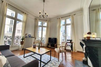 l'Haussmannien + Balcon 🥂 | 6 pers. 67m²