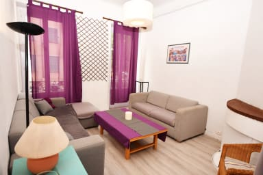 Spacious apartment near the old town by easyBNB