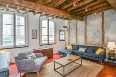 Charming 2br with AC a stone's throw from Les Halles d'Avignon – Welkeys