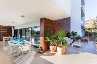 Luxurious & Bright Marina Village Apartment with large terrace