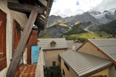 Balcon avec vue sur le massif
