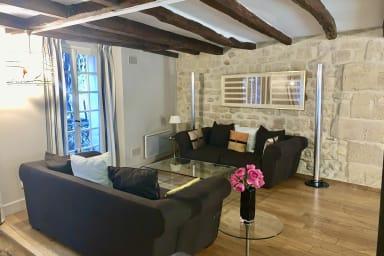 Magnifique appartement de 2 chambres près de la Seine dans le 5ème