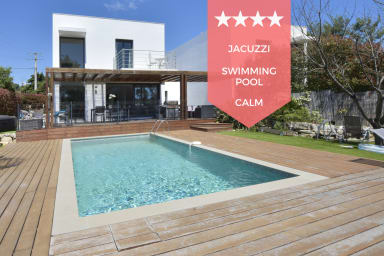 ☀️ RARE – Contemporary Villa with Swimming Pool & Jacuzzi, 10 Minutes from