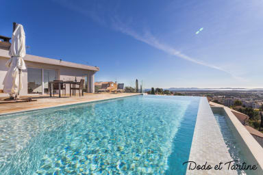 Breathtaking view 4 bedroom house with pool - Dodo et Tartine