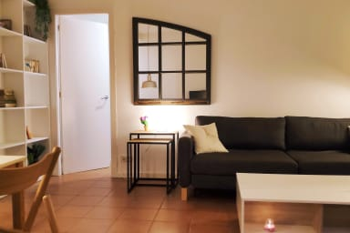 Spacious 2 BR Apt, free WiFi and equipped for long stays -Rambla D