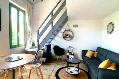 2 bedroom duplex apartment in the center of Antibes