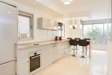 Perfect Moden,Quiet, Cosy apartment{2bdms/1.5bath}