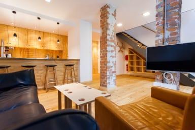 F17 luxurious furnished maisonette apartment