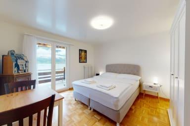 Charming lake-view apartment