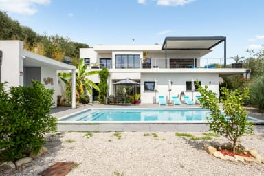 Splendid villa with pool and seaview 20 min away from Nice center - Welkeys