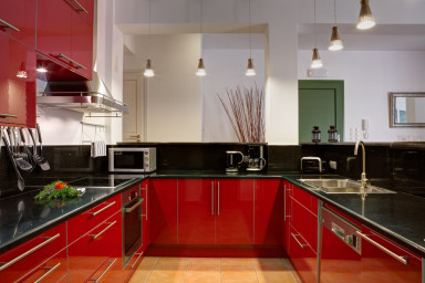 A large, fully equipped contemporary kitchen for your creative holiday meals