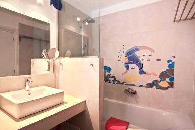 Bathroom 2 with beautiful broken tiles mosaic